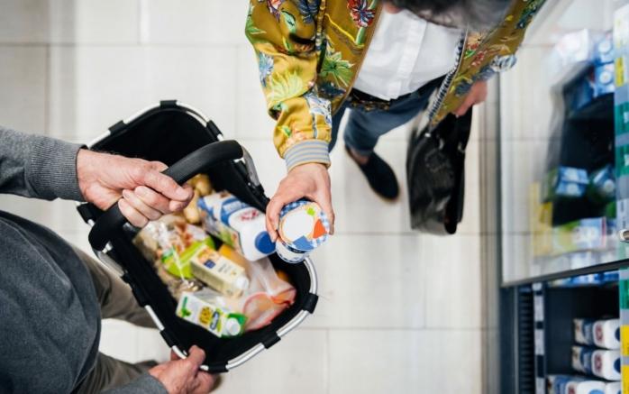 Cât de mult s-au scumpit alimentele în anul 2020 comparativ cu anul 2019? Vezi care sunt produsele cu cele mai scumpe prețuri