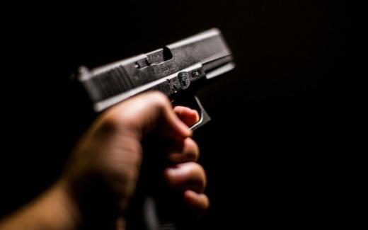 un-medic-s-a-sinucis-cu-o-arma-pe-care-o-detinea-legal