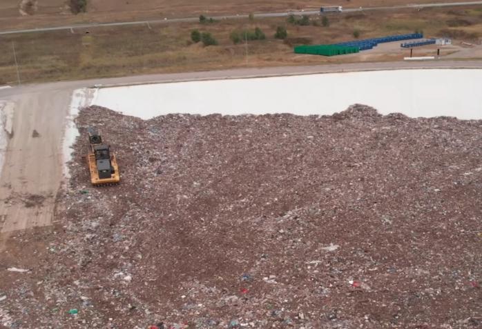 Gunoaie nesortate la Centrul de Deșeuri? Se respectă sau nu autorizația de mediu?