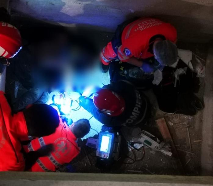 Un bărbat a căzut în puțul unui lift! Se află în stare extrem de gravă