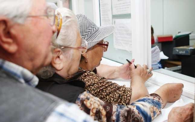 Veste BUNĂ pentru pensionari! Vor primi VOUCHERE. Ce valoare au acestea?