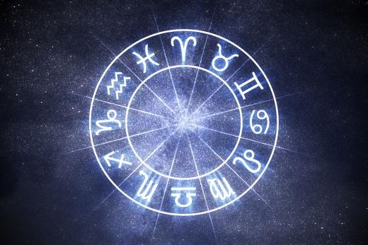"""Horoscop 17 octombrie 2020. Balanța trece printr-o schimbare majoră, iar Vărsătorul ar putea fi """"înjunghiat"""" pe la spate"""