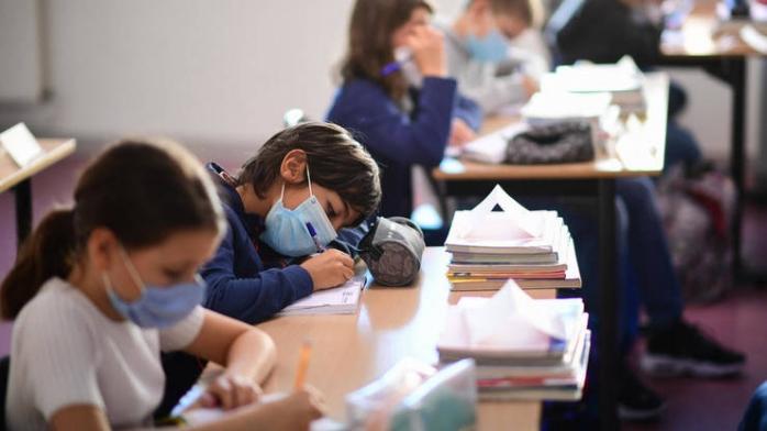 Numărul cazurilor de COVID în școlile din Cluj, în continuă creștere! Peste 100 de infectări DOAR la elevi