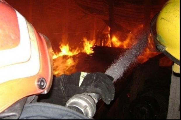 Incendiu la un bloc din Câmpia Turzii. Un apartament a fost cuprins de flăcări