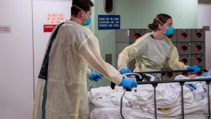 Un pacient de COVID19 s-a SINUCIS în spital! S-a aruncat de la fereastră. Nu este primul caz de acest fel