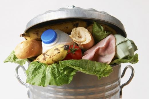 """Românii cheltuie mult pe mâncare, dar o și aruncă. Profesor USAMV: """"Principala problemă rămâne lipsa de educație"""""""