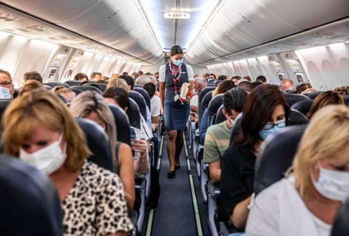 Este sau nu periculoasă călătoria cu avionul? Cât timp ar trebui să stai în avion cu un bolnav de COVID19 pentru a te infecta?