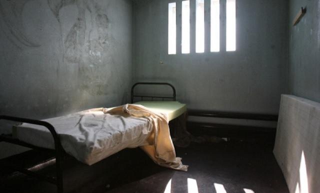 un-detinut-s-a-automutiliat-si-a-inghitit-un-acumulator-ce-au-descoperit-medicii