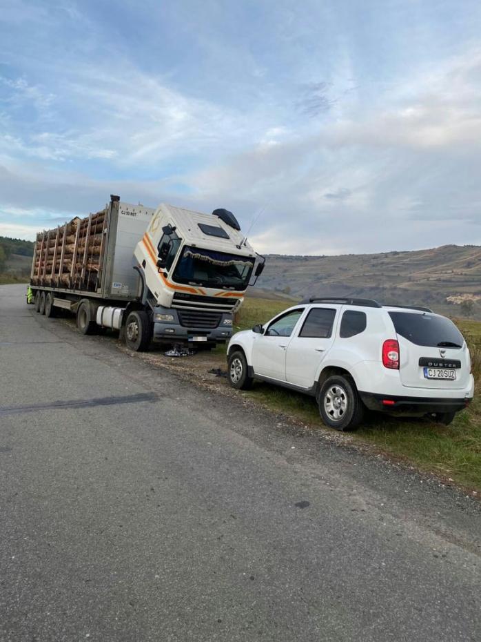 transport-de-lemne-cu-un-plus-de-10-tone-in-cluj-politisti-au-confiscat-lemnul-si-au-dat-amenzi-de-10900-de-lei