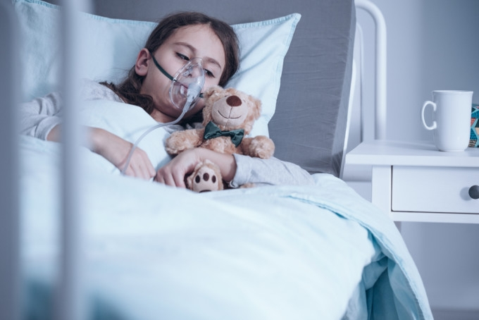 O fetiță de 10 ani a fost plimbată prin spitale din cauza lipsei de paturi ATI