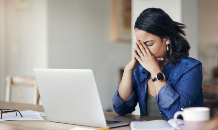 Muncă de acasă sau de la birou? Cum îți afectează sănătatea faptul că nu mai mergi la birou în pandemie