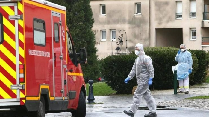 """Franța e pe punctul de a reinstitui starea de urgență din cauza celui de-al doilea val """"brutal"""" al epidemiei de COVID19"""