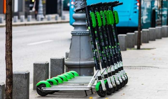Regulamentul privind trotinetele electrice, pe masa consilierilor locali. RADP le va ridica pe cele parcate ilegal