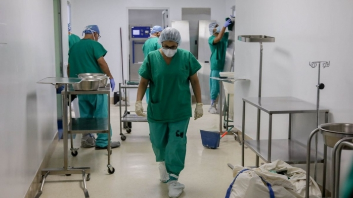 Trei medici infectați cu COVID-19 au fugit din spital. Cadrele medicale s-au ales cu dosar penal