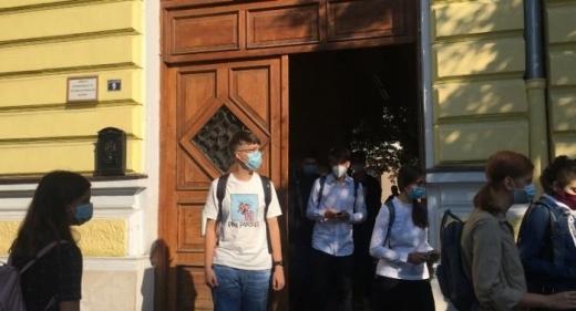 Elevii, părinții și profesorii, întrebați de Inspectoratul Școlar Cluj dacă ar trebui date tezele anul acesta