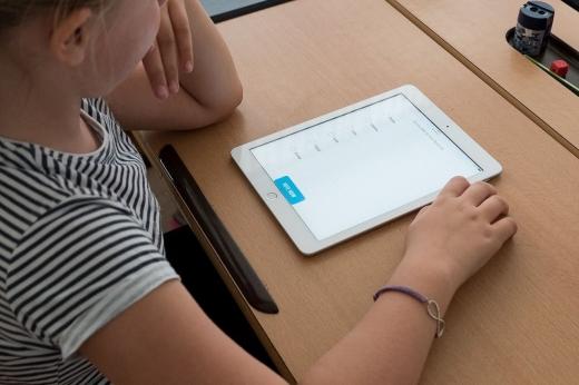 Elevii din Cluj vor primi peste aproape 5.000 de tablete dintre cele 250.000 promise de Guvern