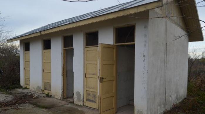 clujul-primul-judet-din-romania-cu-zero-scoli-si-gradinite-cu-toaleta-in-curte