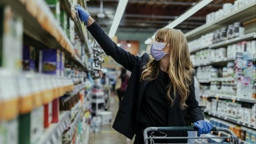 Magazinele sunt pregătite pentru un nou val de cumpărături. Clienții, sfătuiți să nu își facă stocuri alimentare