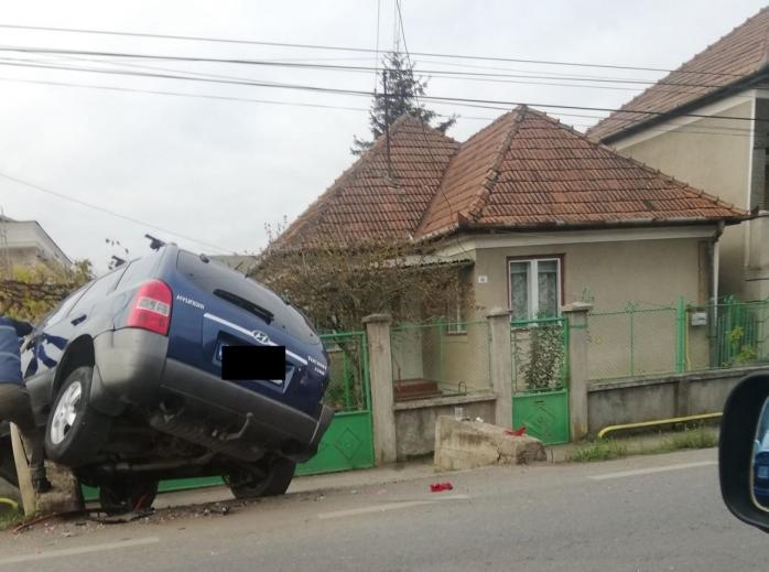 Accident în Baciu. Un șofer care ieșea din curte a lovit o altă mașină