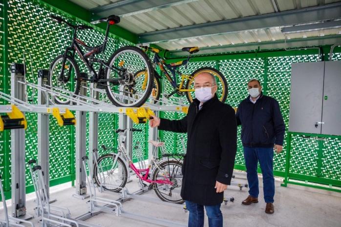 premiera-in-cluj-napoca-100-de-locuri-de-parcare-securizate-pentru-biciclete-care-sunt-dotarile