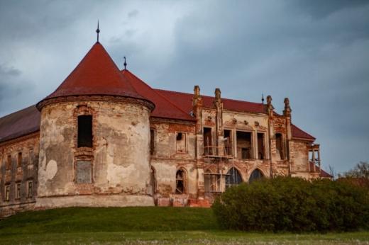 Continuă procesul de restaurare la Castelul Bánffy. Cum arată clădirea principală. FOTO