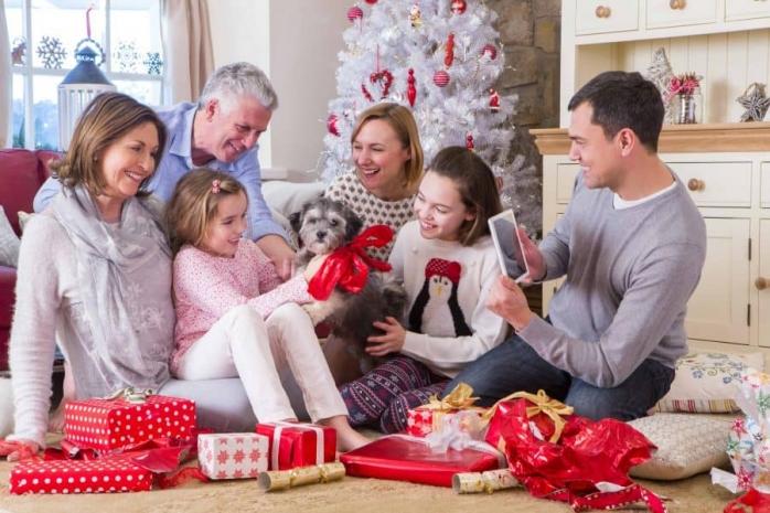 Ca ce se pot aștepta românii de Crăciun și Revelion în acest an? Ce restricții ar putea fi luate în acea perioadă