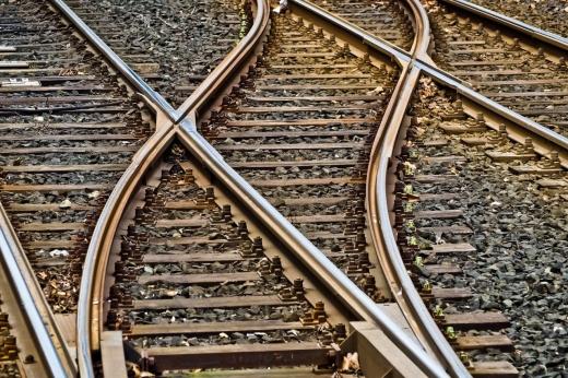 un-om-a-fost-lovit-de-un-tren-in-salaj-traficul-feroviar-este-blocat