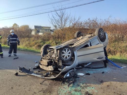 FOTO. Accident rutier la Viișoara. Victimele au REFUZAT să fie transportate la spital