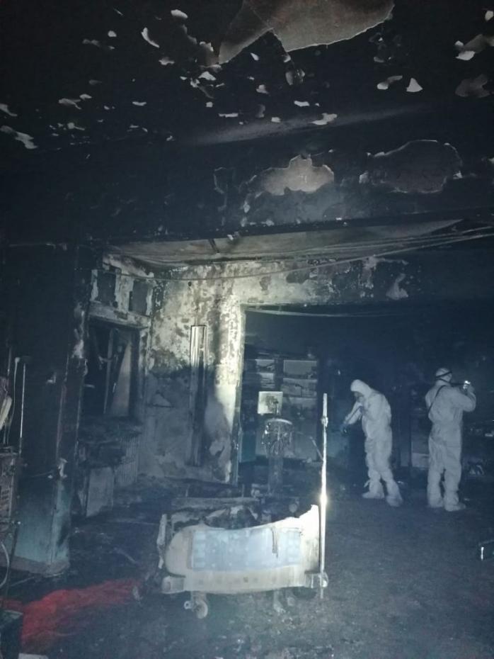 FOTO. Imaginile groazei după incendiul de la secţia ATI a Spitalului din Piatra Neamţ. Paturi întregi au ars complet