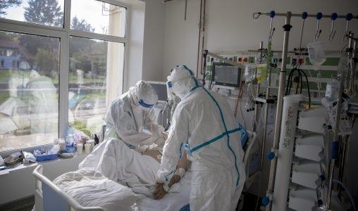 Spitalele nu mai fac față fluxului mare de pacienți. Sistemul medical este supraaglomerat