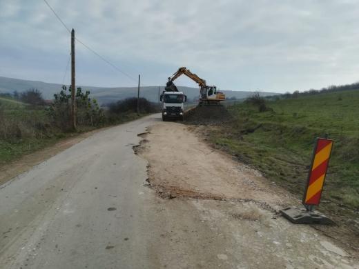 Au început lucrările de asfaltare pe DN16 - Bărăi, pe direcția Cluj-Napoca spre Mureș. GALERIE FOTO