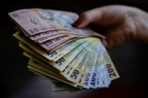 Atitudinea românului față de bani. Unde își ascund economiile o treime din români?