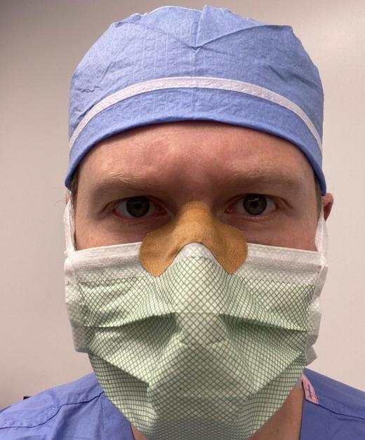 Lecții din sala de operație de la un doctor. Ce să faci dacă ți se aburesc ochelarii când porți mască?