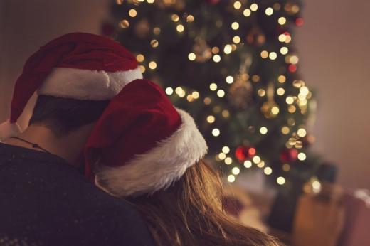 Zodiacul dragostei pentru luna decembrie 2020. Ce zodii își vor petrece Crăciunul alături de persoana iubită?