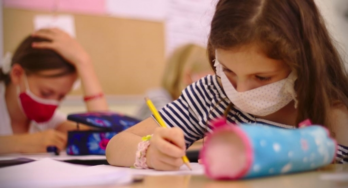 Școala în bănci cu mască sau online la calculator? Părinții si învățătorii trag concluzii