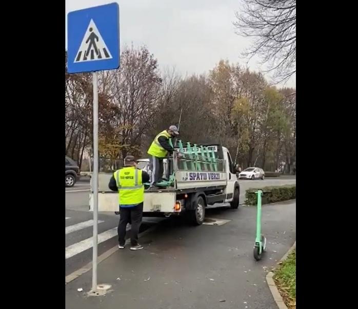 """RADP-ul a """"intrat în priză"""" și a început ridicarea trotinetelor electrice parcate ilegal - VIDEO"""