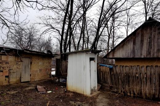 Câți români au W.C. în fundul curții în pandemie 2020. Suntem ultimii la capitolul infrastructură în Uniunea Europeană