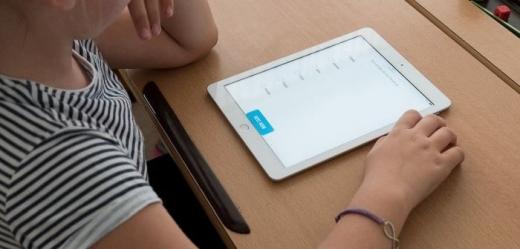 UBB donează 50 de tablete performante pentru copiii din zonele rurale din Cluj