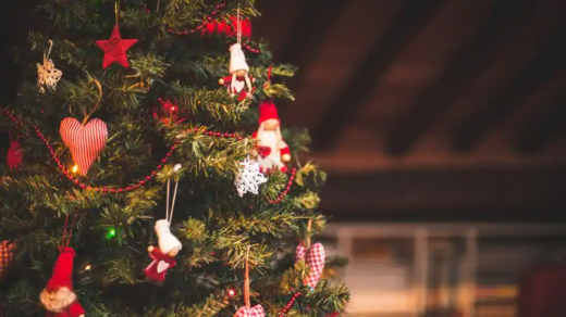 Crăciunul va fi plin de restricții. Care este cea mai bună opțiune de a-ți petrece sărbătorile în pandemie?