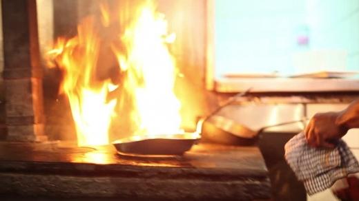 Incident teribil în centrul Clujului. Un bărbat a suferit arsuri, încercând să stingă o cratiță în flăcări