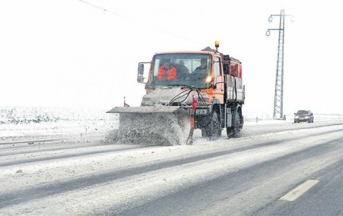 Drumarii amenință că nu mai deszăpezesc șoselele, dacă nu primesc salarii mai mari
