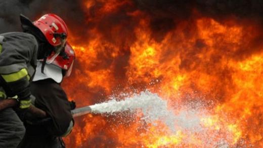 Incendiu la o casă din Bunești! Un bărbat de 65 a fost în flăcări