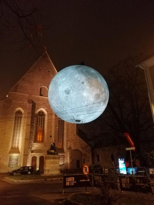 LUNA a revenit la Cluj-Napoca! Lucrarea poate fi văzută în Piațeta Jean Calvin