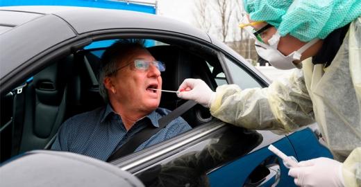Testare rapidă pentru COVID19, din mașină, la Cluj. Propunerea aparține medicilor de familie
