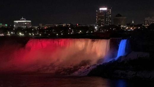 Cascada Niagara va fi iluminată de culorile drapelului românesc cu ocazia zilei de 1 Decembrie