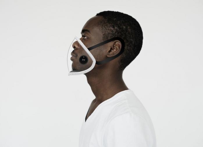 Un clujean a inventat o mască de protecție inteligentă care poate fi conectată la telefon. FOTO