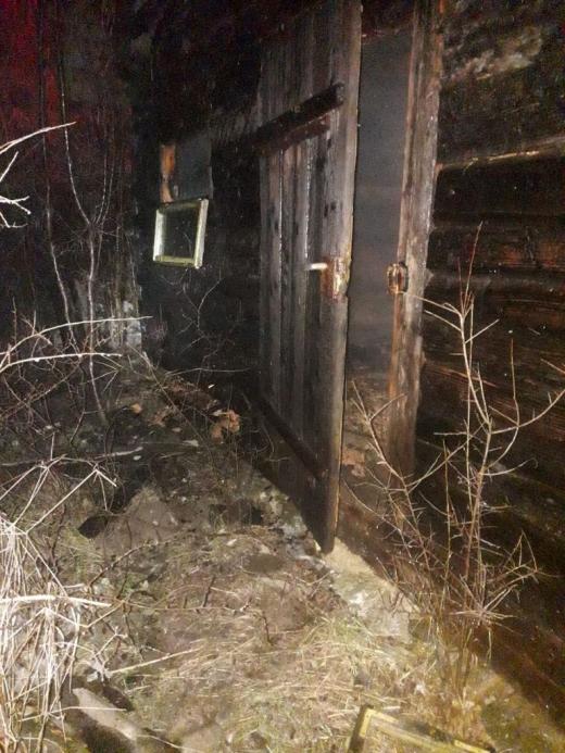 INCENDIU la o casă din Chinteni! Localnicii au ținut flăcările sub control până la sosirea pompierilor. FOTO