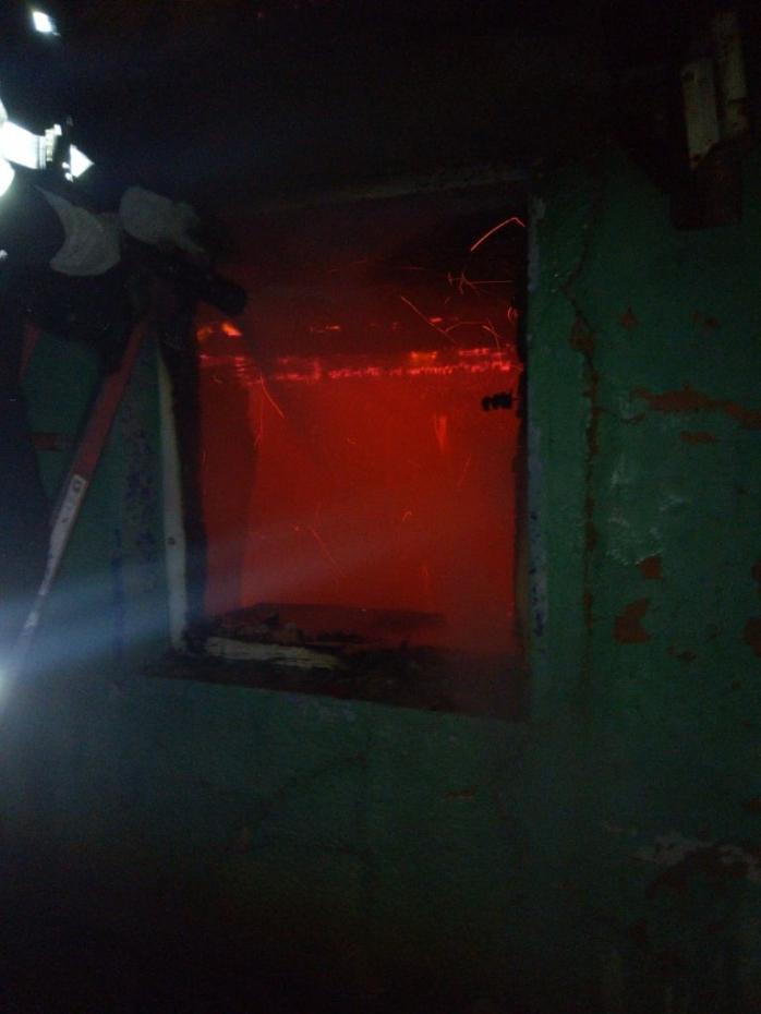 O casă din localitatea Pintic a ars în totalitate noaptea trecută