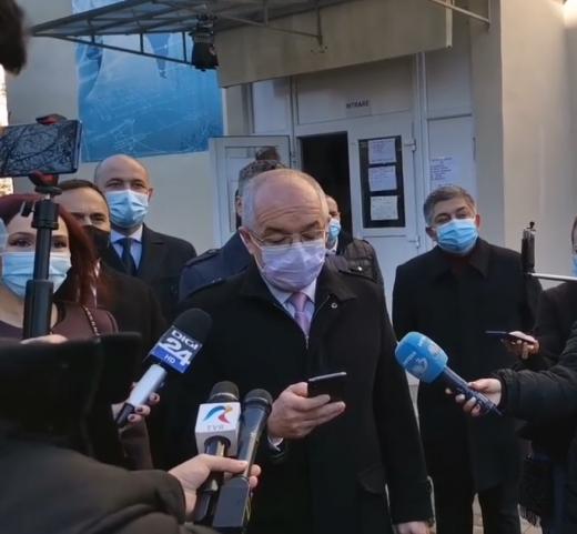 """Emil Boc se va vaccina public anti-COVID19. """"Îi invit pe toți să o facă"""""""