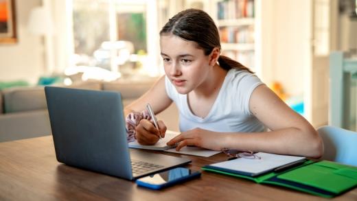 Școala online se PRELUNGEȘTE până la vacanța de iarnă